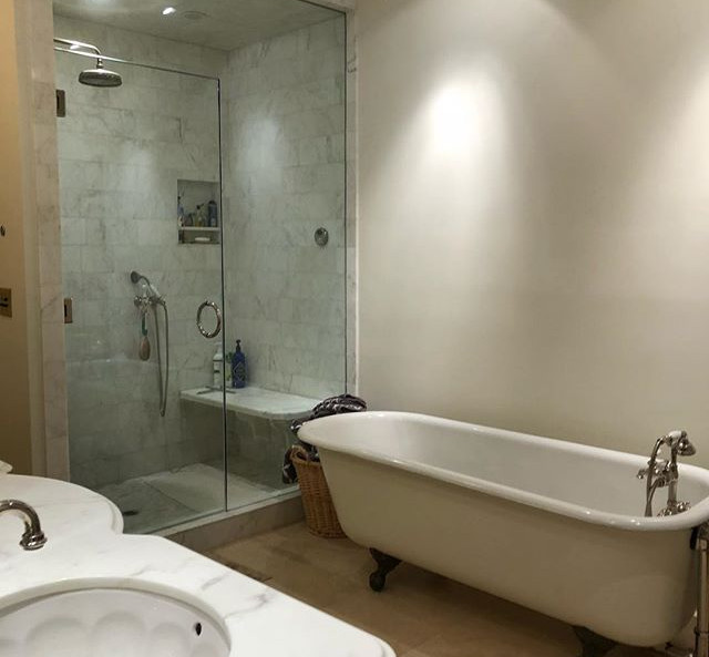 A touch of modern and classic style in this bathroom near the Mission