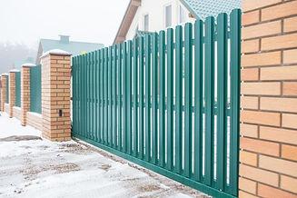 забор из евроштаетника обычное расположе