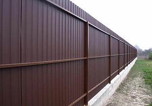 забор из пофнастила с 3 лагами.jpg