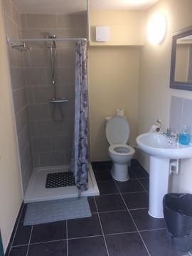 Gents toilet and shower.JPG