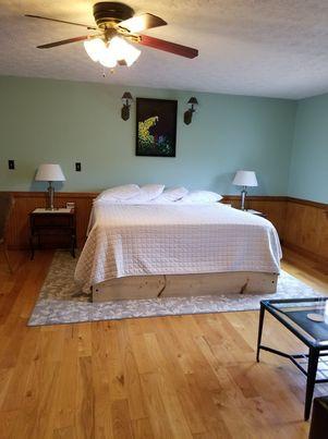 Amicalola Falls King Bed room