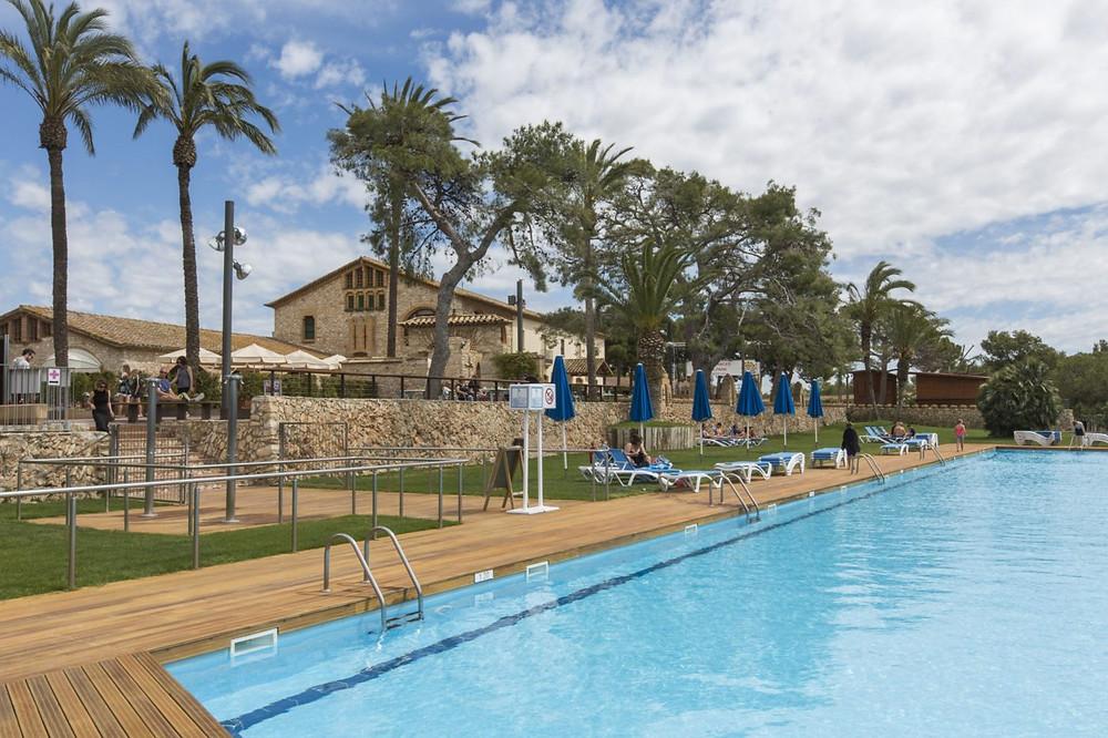 Vista des de la piscina de la Masia