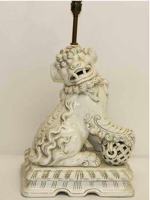 White Ceramic 'Foo' Dog Table Lamp