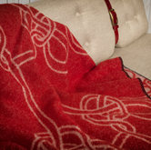 KNOTS BLANKET RED CLOSE
