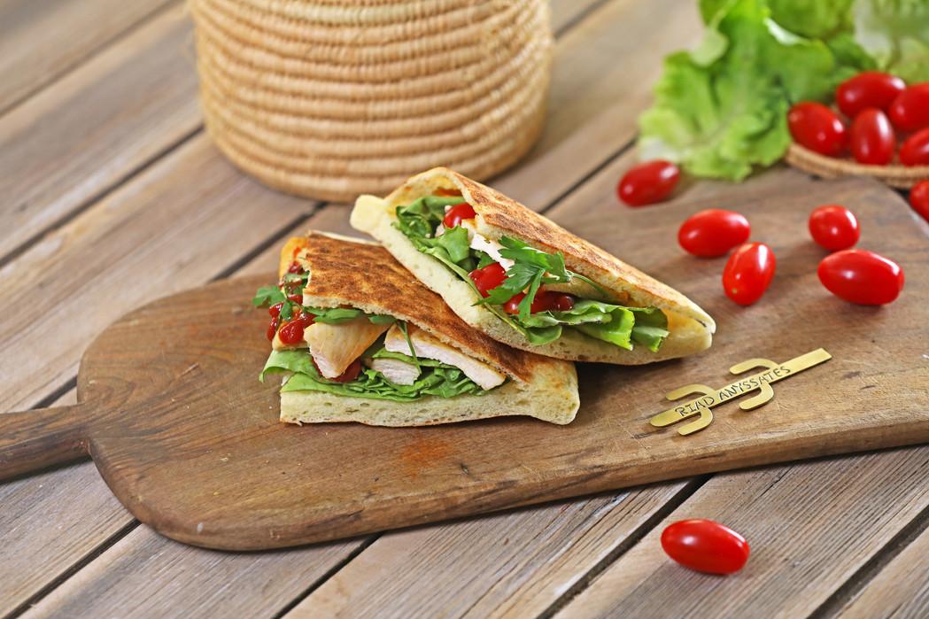 riadanyssates-cuisine-clubsandwich..jpg