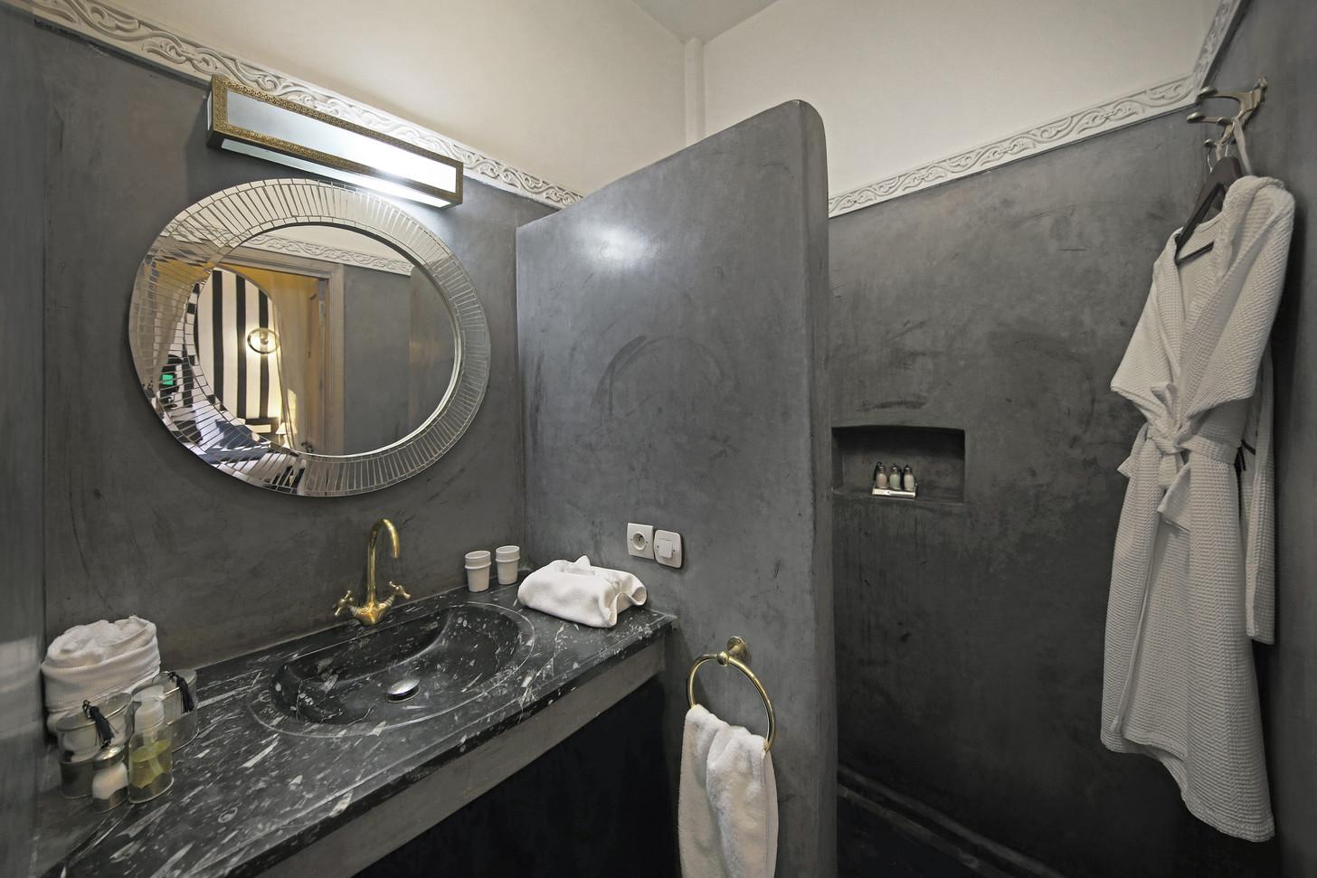 riadanyssates-chambre-chambre-sdb-001.jp