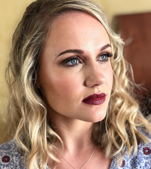 A soft Bridal look with focus on the lip