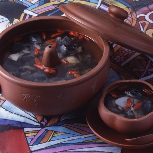 天麻入り烏骨鶏スープ