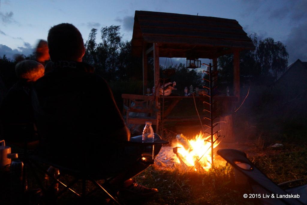 Hygge ved lejrbålet
