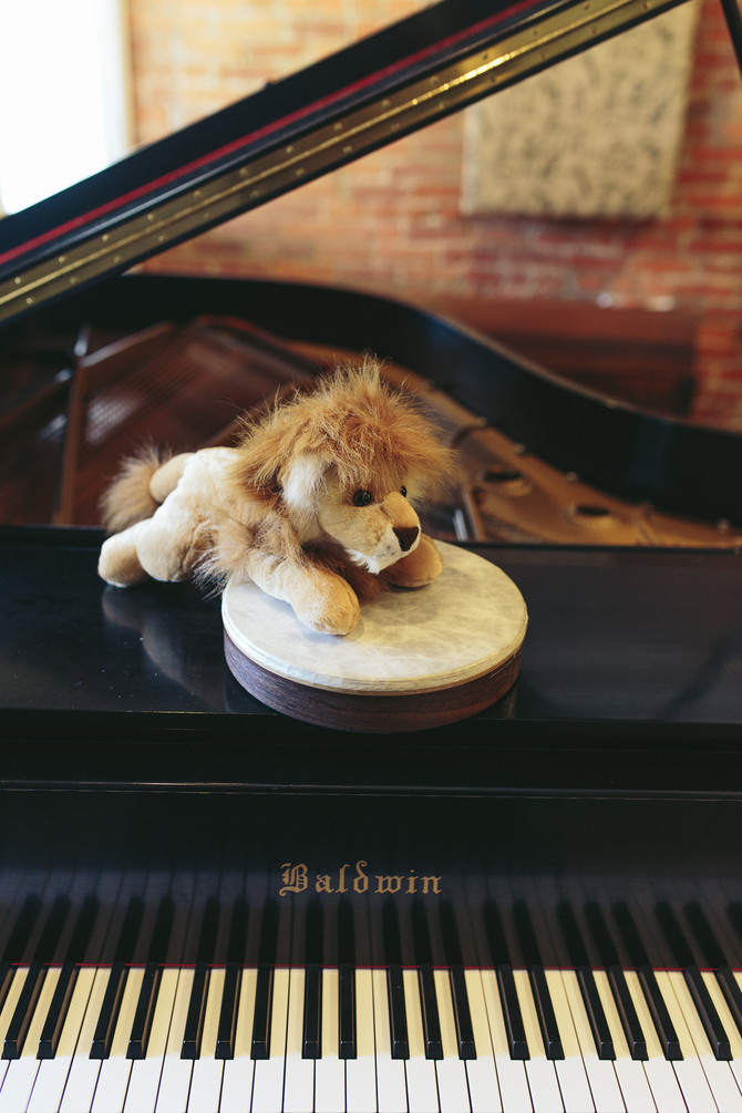 Using stuffed animals for preschoolers at piano lessons!