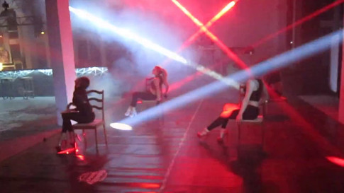 Chair dance. Muse + girls
