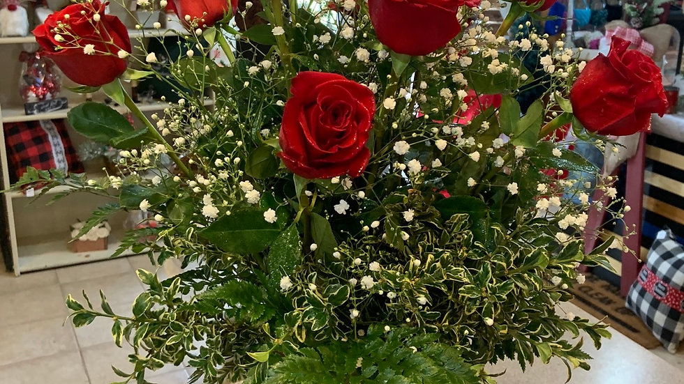 Valentine's Dozen Roses ( for delivery or pick up from Feb. 8th - Feb. 14th)