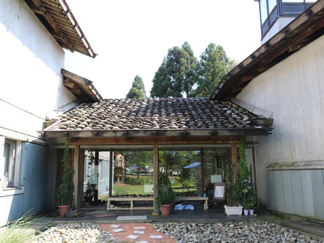 歴史館庭入口.JPG