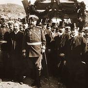 Tzar_Ferdinand_at_proclamation_of_Bulgarian-independence.jpg