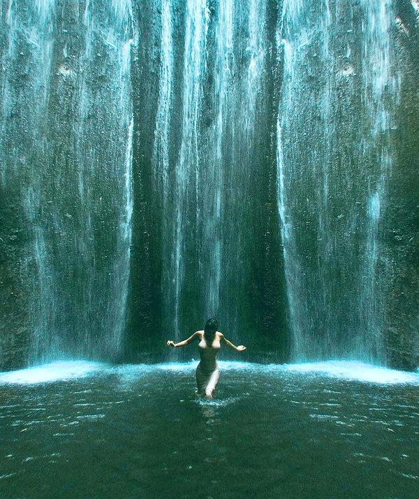 WATERFALL%20HOTEL%20BILLIONAIRES-ISLAND_