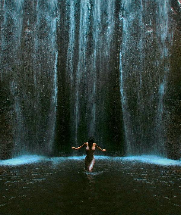 WATERFALL HOTEL BILLIONAIRES-ISLAND.COM.