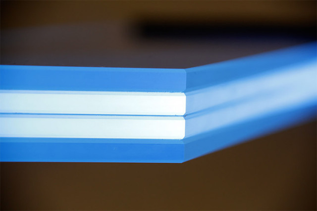 Illuminated-Glass-Staircase