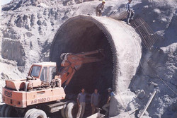 ساخت تونل مصنوعی دهانه ورودی تونل انحراف آب سد گاران