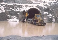 دهانه خروجی تونل انحراف آب سد گاران