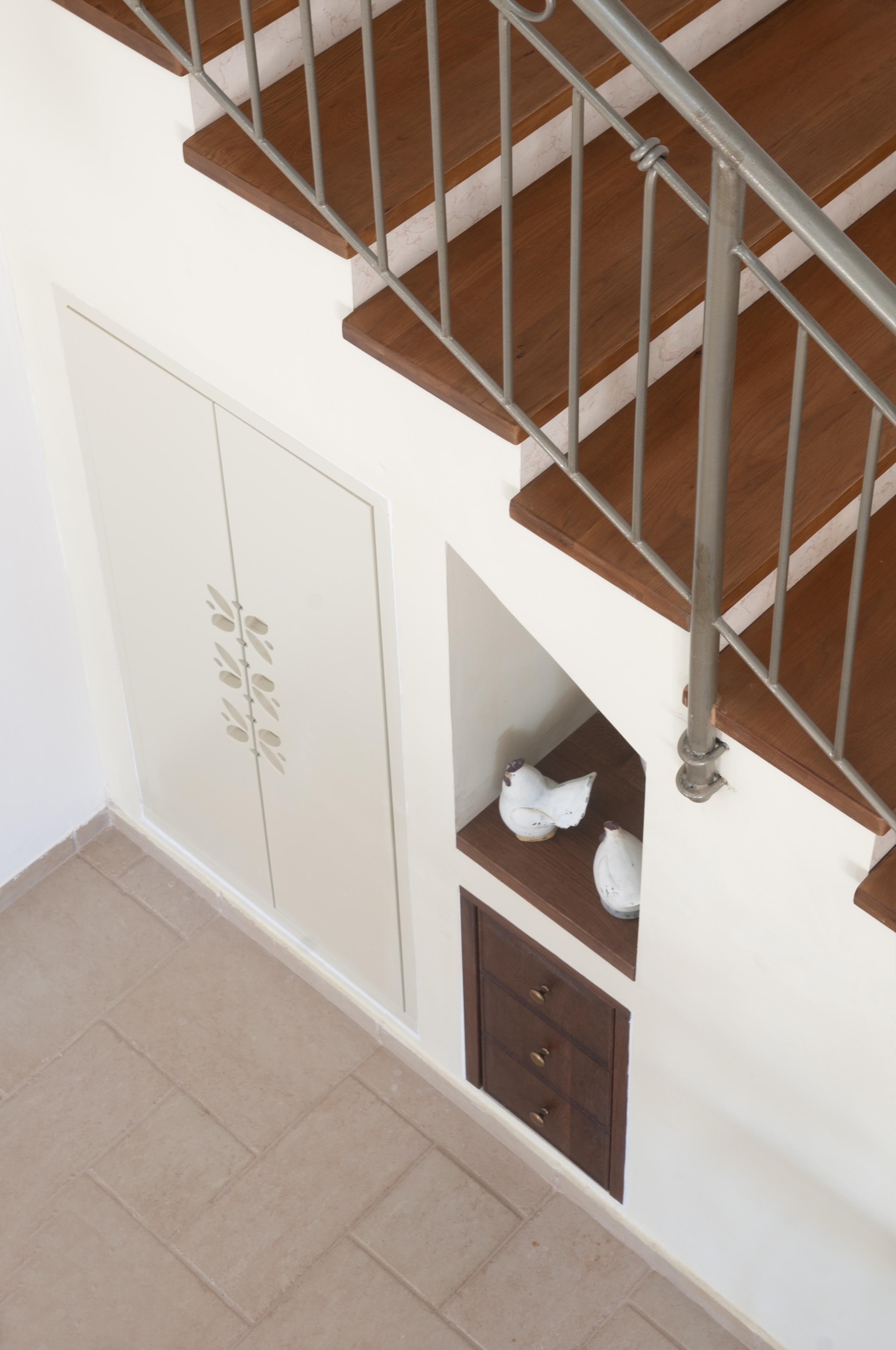 המדרך במדרגות מעץ מלא