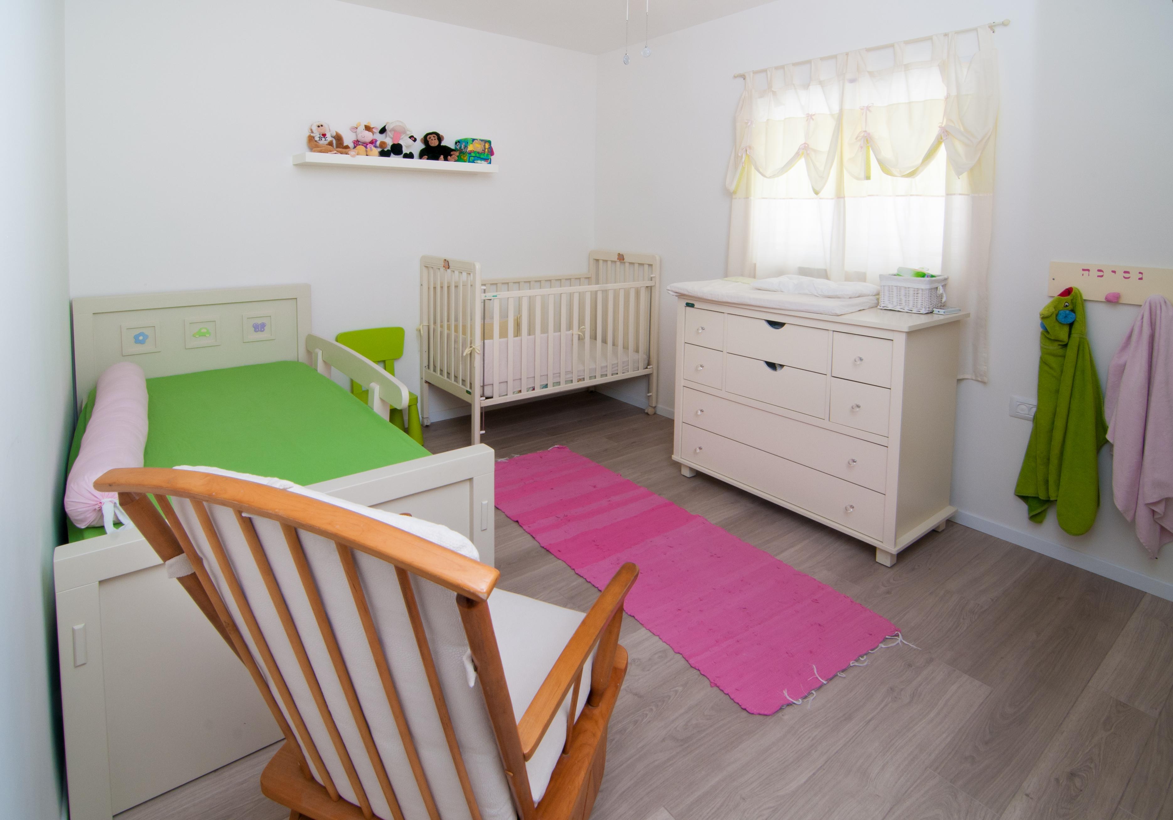 חדר ילדים לבן ולבת
