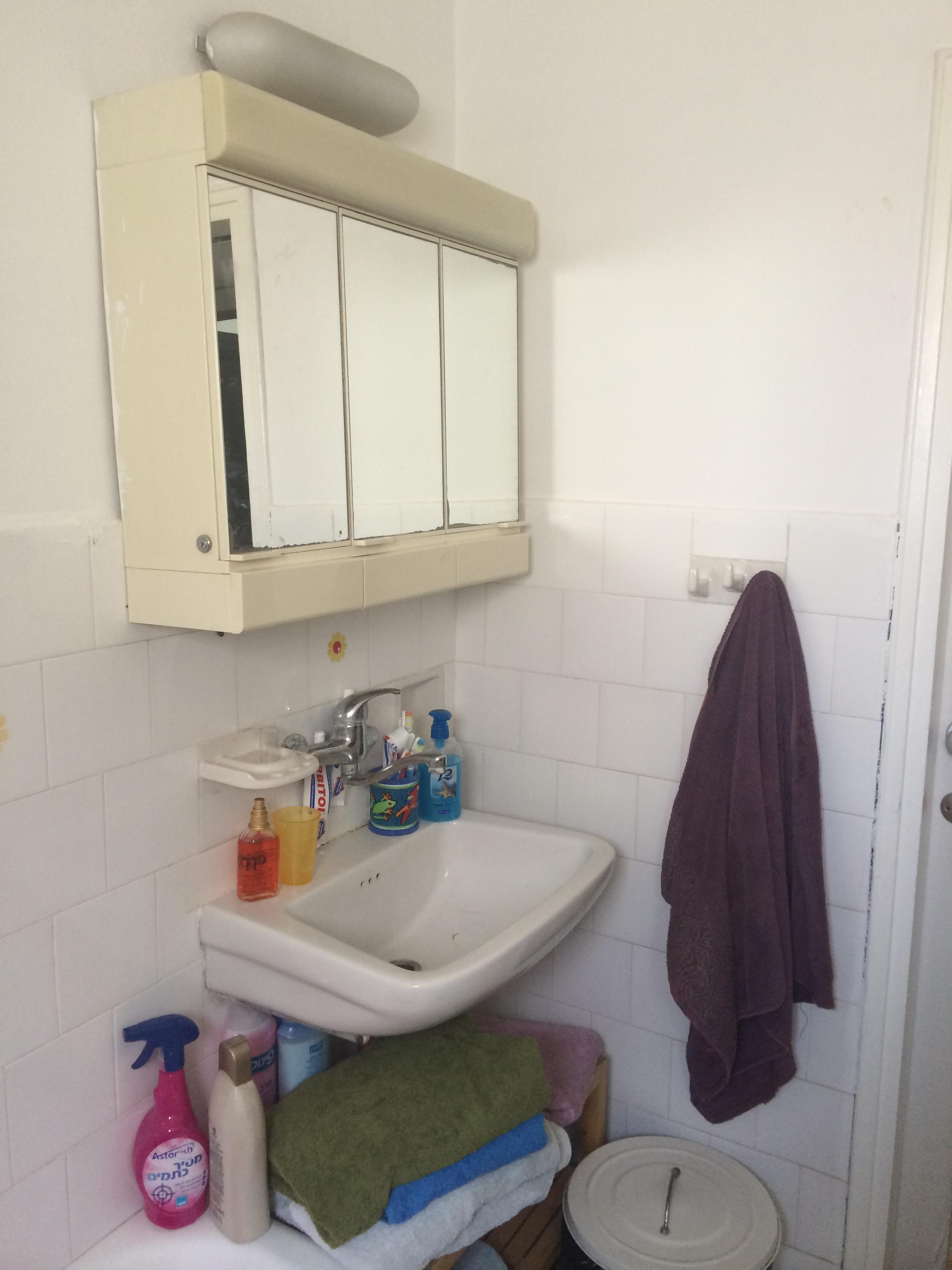 חדר האמבטיה לפני השינוי