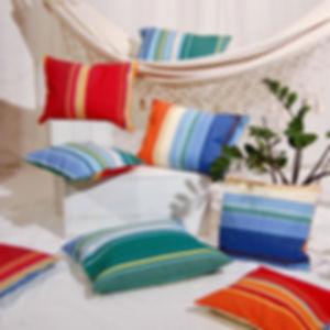 Décoration avec les coussins des Toiles Du Soleil ELNE, vivement coloré