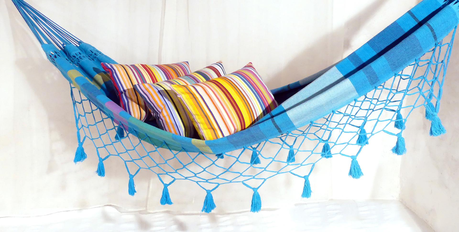 Hamac bleu ocean avec coussins colorés