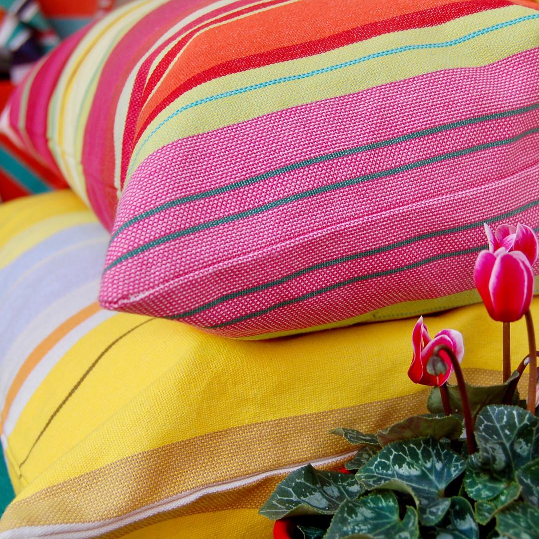 Coussins multicolores Les Toiles du Soleil
