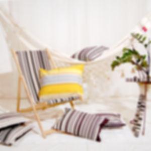 Decoration Zen avec hamac, chilienne et coussins, thème en noir/blanc par Hamac Concept et Les Toiles du Soleil