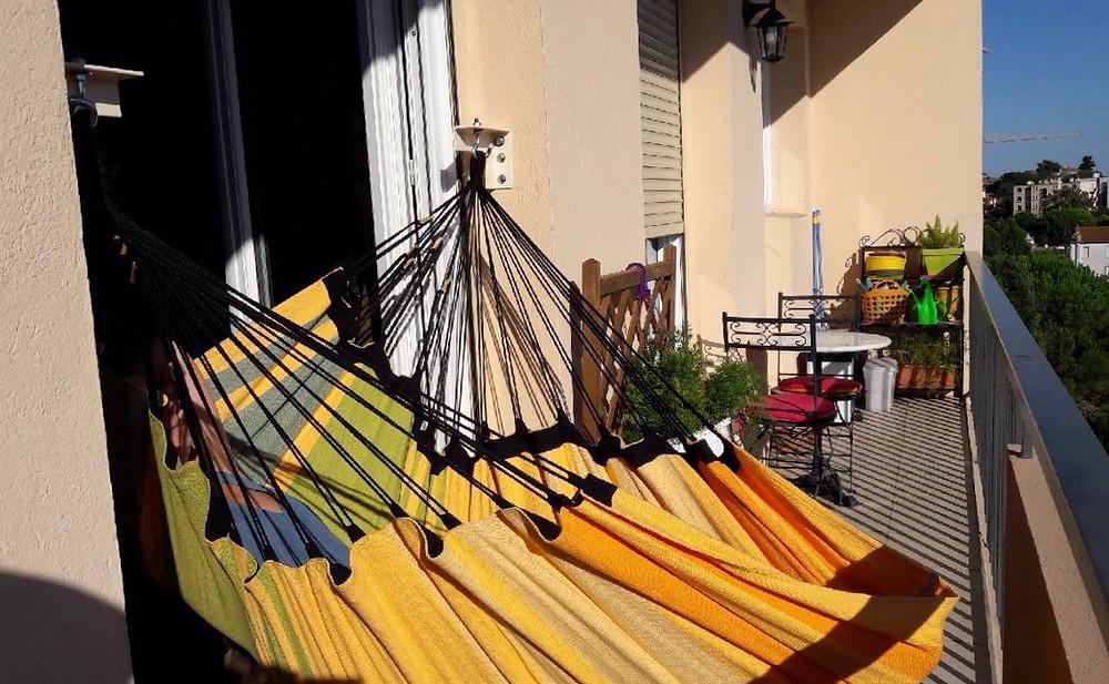 Accrocher un hamac sur un petit balcon