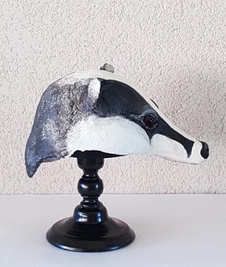 Le Blaireau  Sculpture en papier maché Dim : 16*18*33 cm Anne C Creation