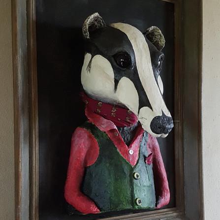 Blaireau des champs Sortir du cadre Sculpture tableau réalisé en papier maché sur commande Dim : 60*80*35 cm Vendue Anne C Creation
