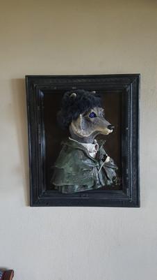 Grand Pere loup Sortir du cadre Sculpture Tableau en papier maché réalisée sur commande Dim : 50*70*35 cm Anne C creation