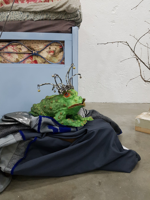 Le prince crapaud Sculpture en papier maché Anne C Creation