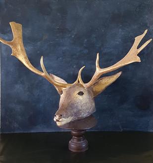 Le cerf  Sculpture en papier maché  Dim : 50*74*38 cm Anne C Creation