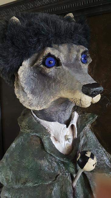 Grand Pere Loup Sortir du cadre Sculpture tableau réalisée en papier maché sur commande Dim : 50*70*35 cm Vendue Anne C Creation