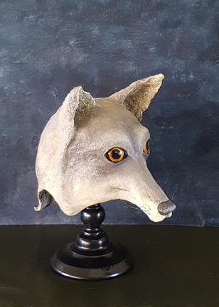 Le loup :  Sculpture en papier maché Dim : 30*19*32 cm  Anne C Creation