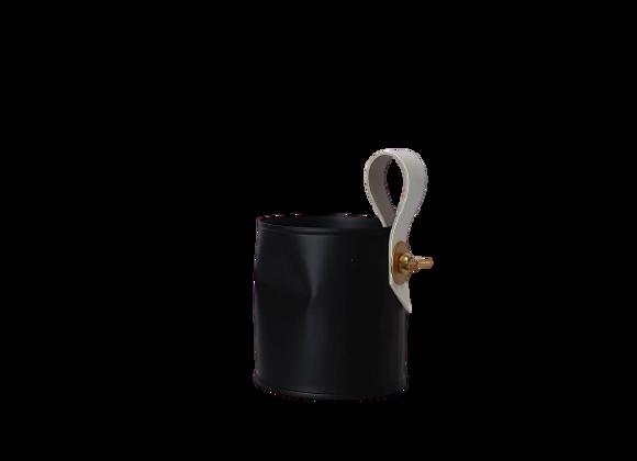 פחית ממוחזרת קטנה שחורה