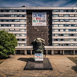 Am Karl-Marx-Monument