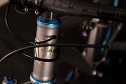 Head tube with Di2 Routing