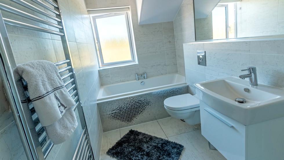 The Bamburgh - Bathroom
