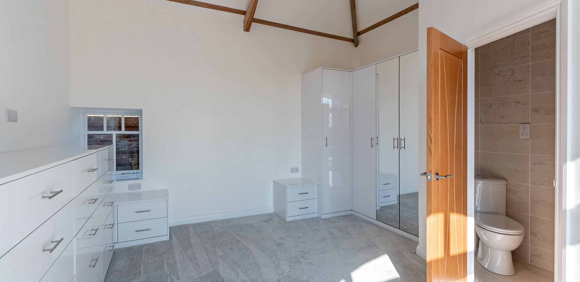 The Cottage - Bedroom with En Suite