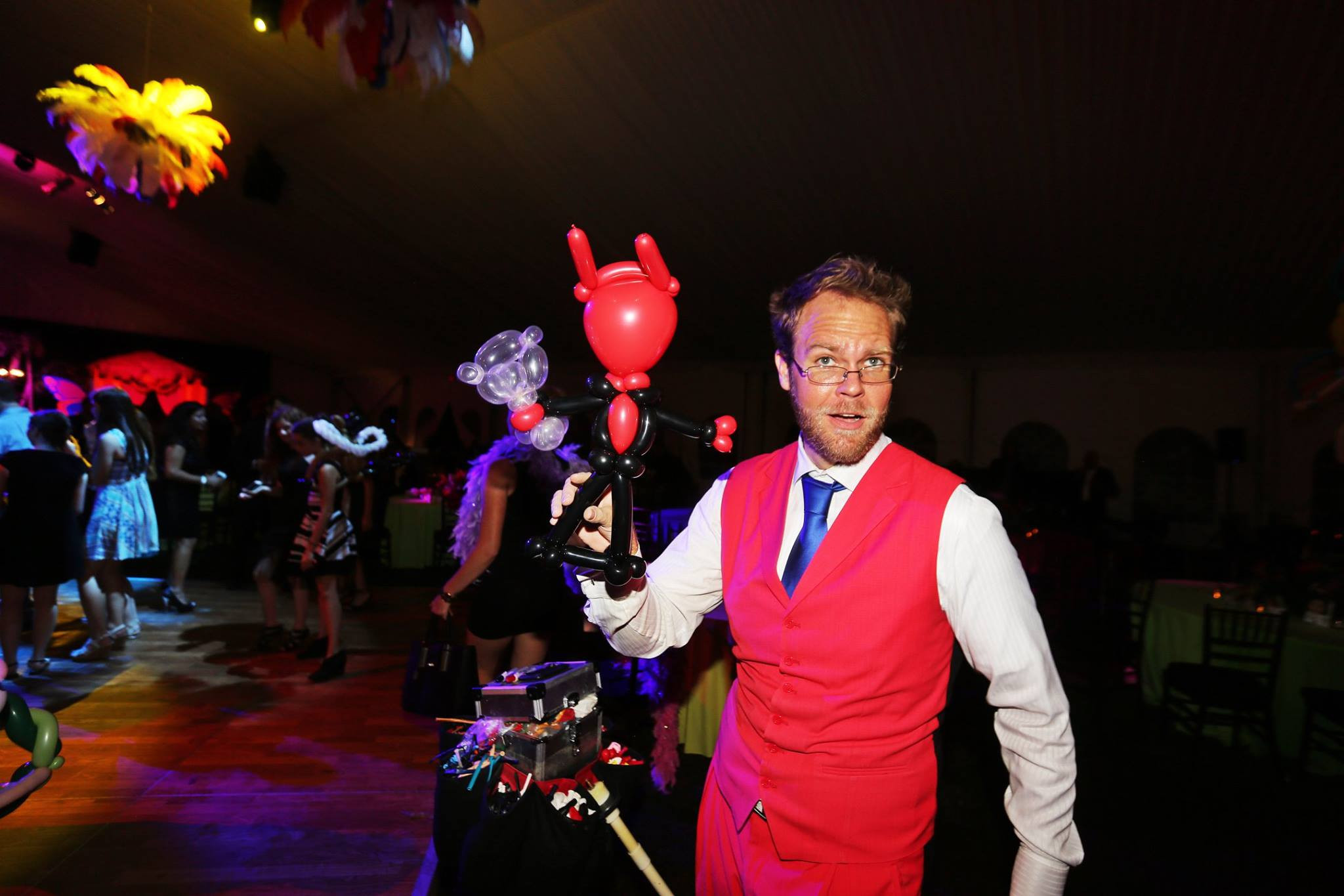 Strolling Balloon Art, Comedy and Magic