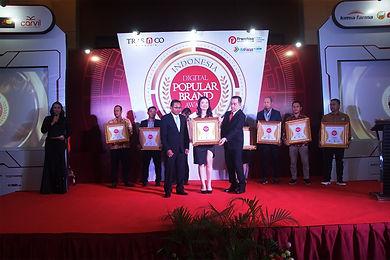 Foto Awarding Popular Award 2019 1.jpg