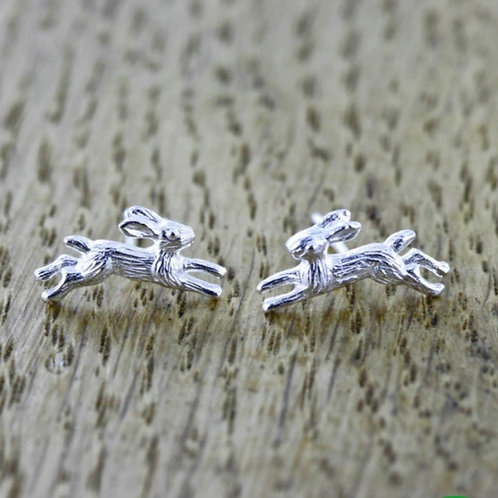 Sterling silver running hare stud earrings (BB30EA)