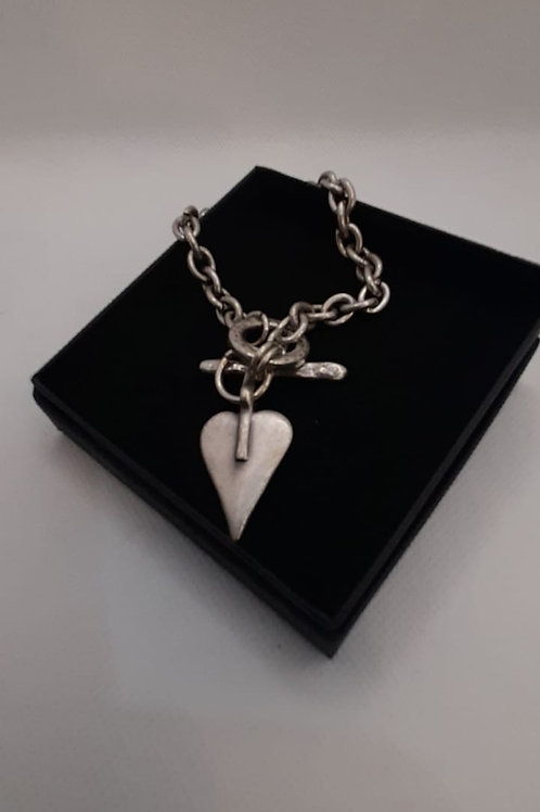 Classic heart chain t-bar bracelet