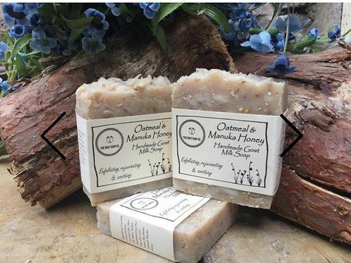 Oatmeal & manuka honey goat milk soap bar