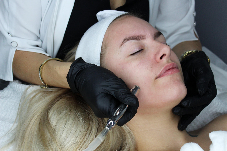Facial + dermabrasion