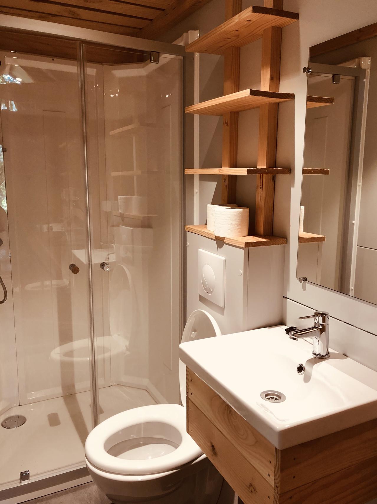 Huttopia Camping de Roos Trappeur bathroom - the Netherlands